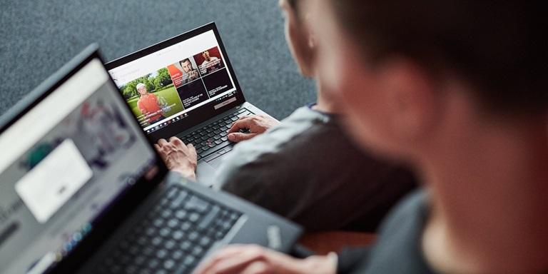 Arbeit auf dem Laptop