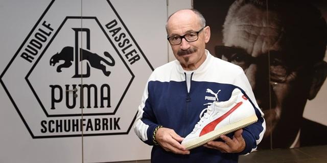 Helmut Fischer zeigt einen PUMA Sneaker