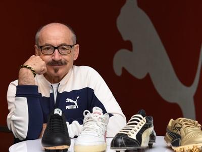 Helmut Fischer mit vier PUMA Schuhen