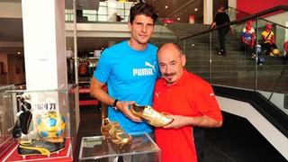 Mario Gomez and Helmut Fischer