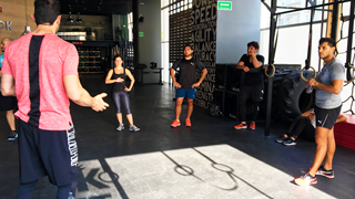 Mitarbeiter von PUMA Mexiko treiben Sport