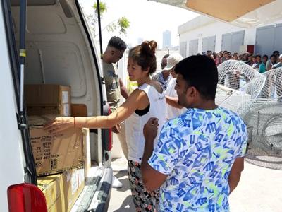 PUMA employee unpacking a bus