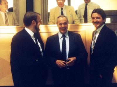 drei Männer im Anzug